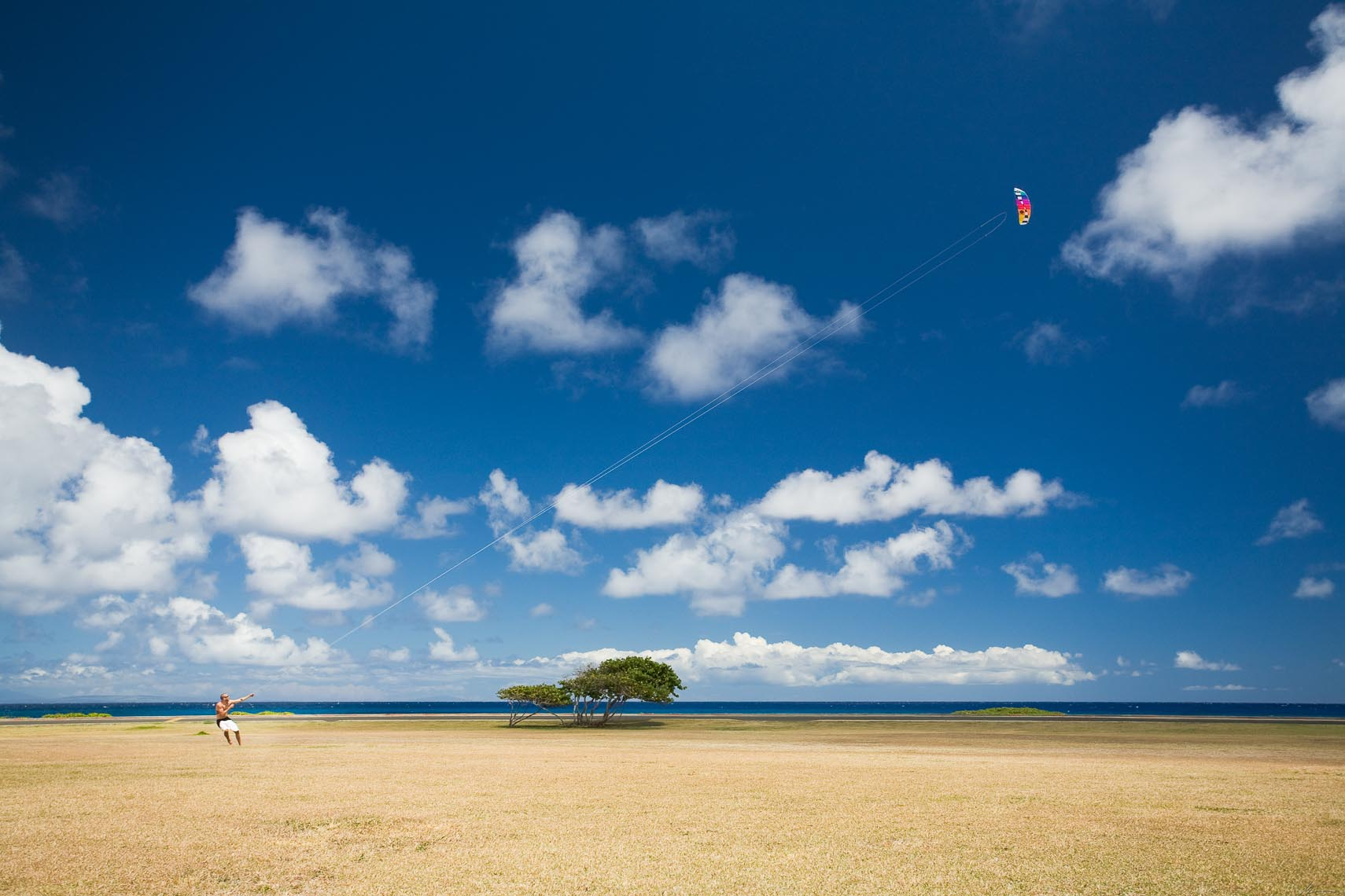 Flying a kite, Oahu
